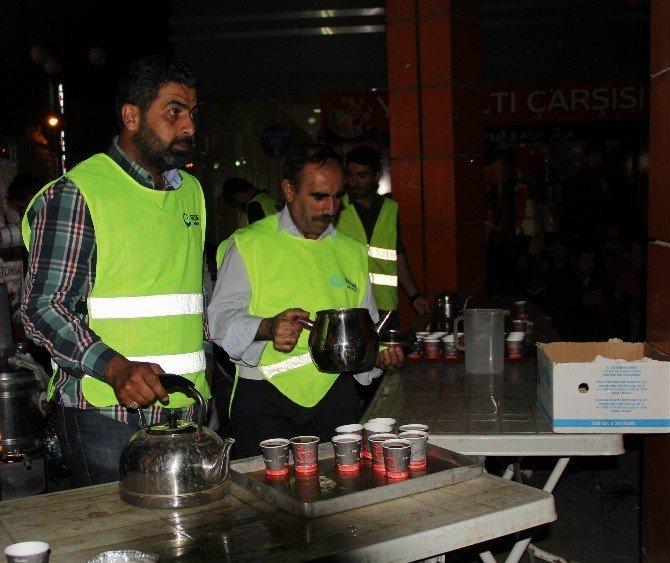 Beşir Derneği Van temsilciliğinden vatandaşlara çay ikramı