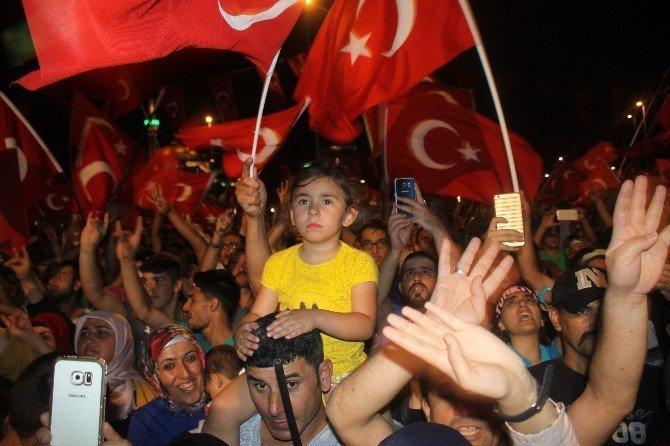 Demokrasi nöbeti 14. gününde