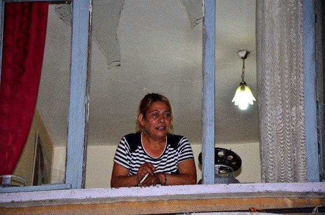 Önce evinin camlarını kırdı ardından gazetecilere dert yandı
