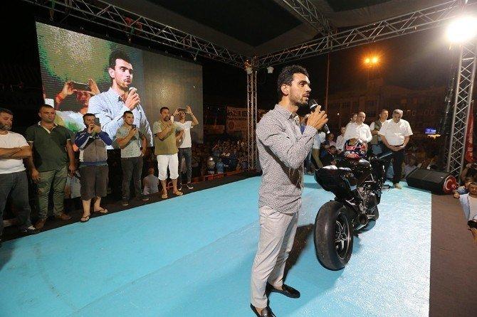 Sofuoğlu, Demokrasi Meydanına motosikletiyle geldi