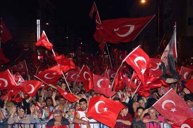 Uğur Işılak, Nevşehir'de demokrasi nöbetine katıldı