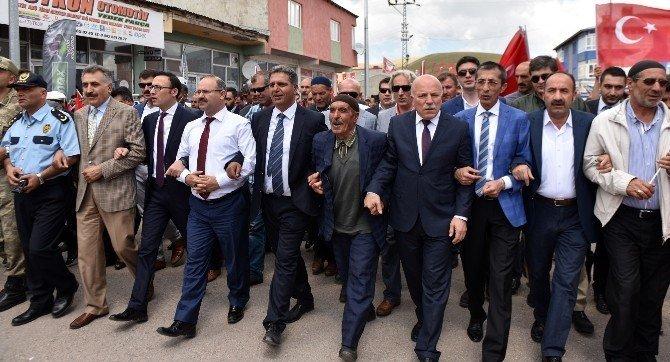 Karayazı istiklal yürüyüşü ve demokrasi mitingiyle coştu