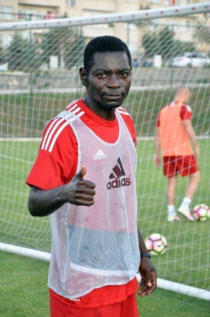 Gaziantepspor'un yeni transferinin yaşı sosyal medyada alay konusu oldu