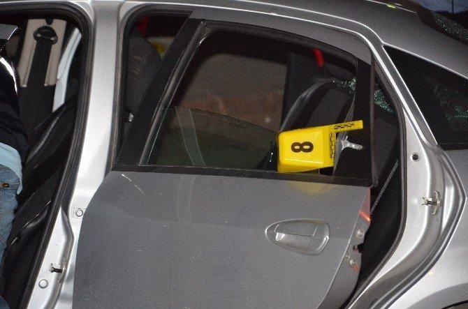 Polis ateş ederek kaçan şahısları arabalarına çarparak durdurdu