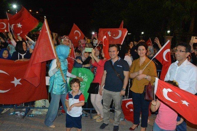Siirt Vali Yardımcıları Taşkın ve Kuş demokrasi nöbetinde