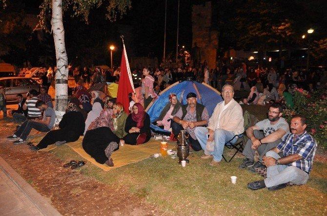 Sivas'ta FETÖ'ye karşı vatandaşların demokrasi nöbeti sürüyor