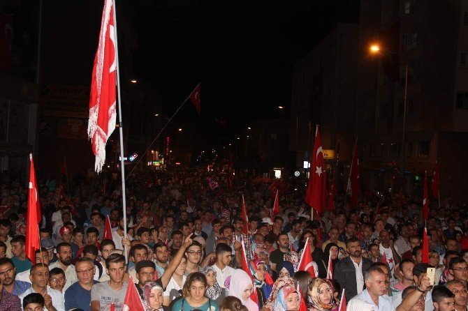 """Taner Yıldız: """"15 Temmuz gençlerimizin tankların karşısında durduğu gündür"""""""