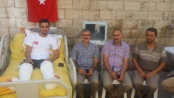 Darbe kalkışmasında yaralanan futbolcuya ziyaret