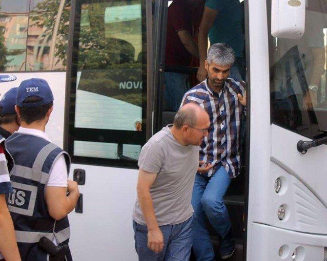FETÖ soruşturmasında gözaltına alınan 25 polis adliyeye sevk edildi