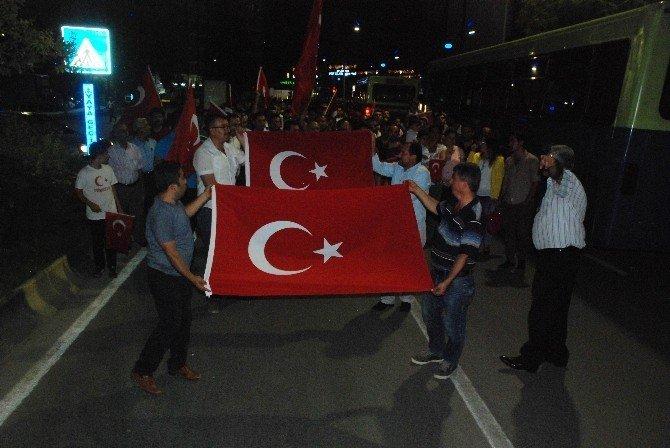 Şifa veren eller milli irade ve demokrasi yürüyüşünde buluştu