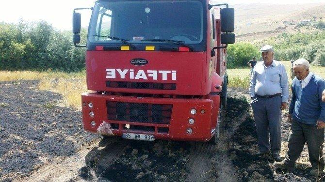 Van'da tarla yangını