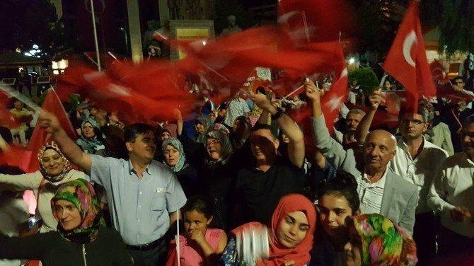 Başkan Yalçın'dan Bozüyük'teki demokrasi nöbetine destek