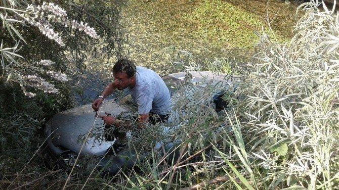Manavgat'ta otomobil su kanalına uçtu: 3 yaralı