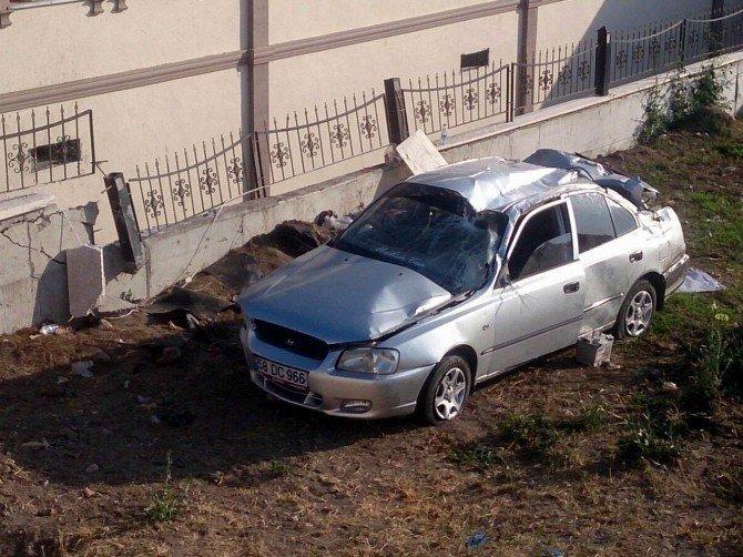 Sivas'ta otomobil fidanlığa uçtu: 2 yaralı