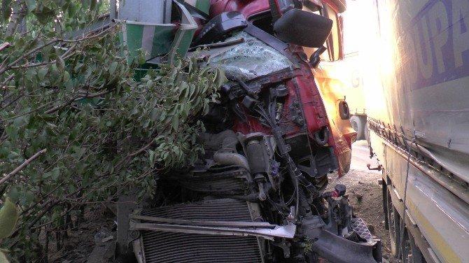 TEM'de kaza yapan TIR'lar yoldan çıktı: 1 yaralı