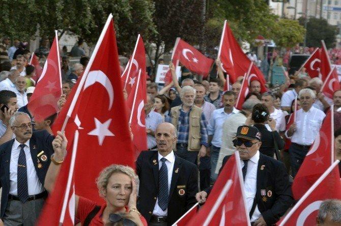 CHP'liler cumhuriyet ve demokrasi yürüyüşünde buluştu
