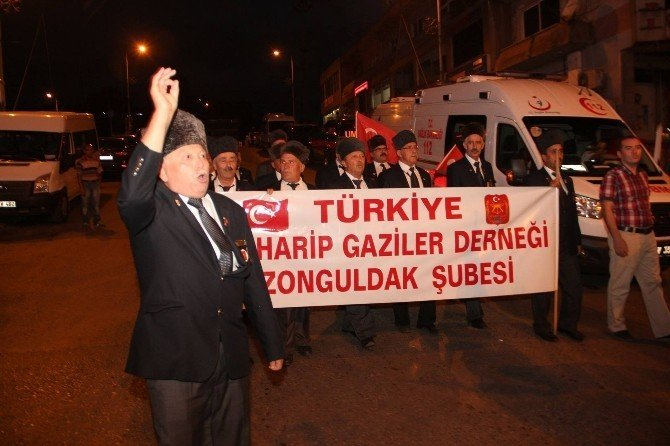 Gaziler tam kadro demokrasi nöbetine katıldı