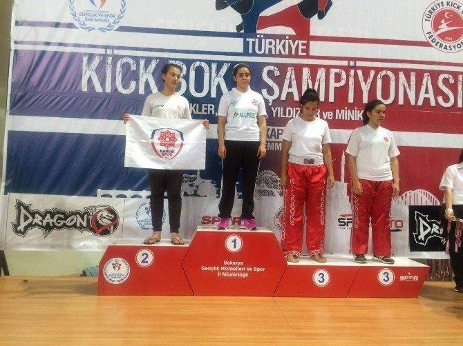 Karesispor, 2 sporcu ile Türkiye'yi temsil edecek