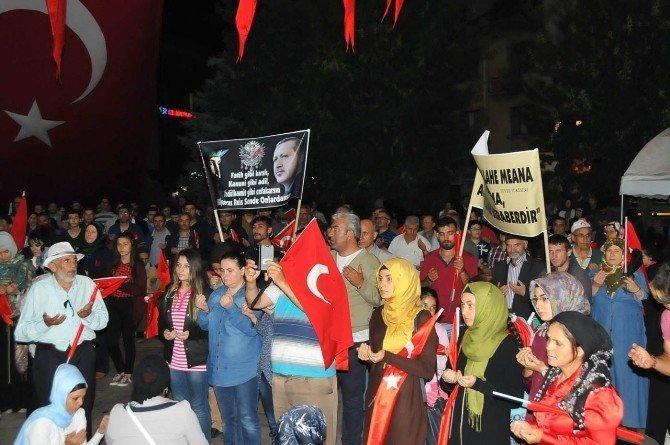 Temsili Nasreddin hoca demokrasi nöbetine katıldı