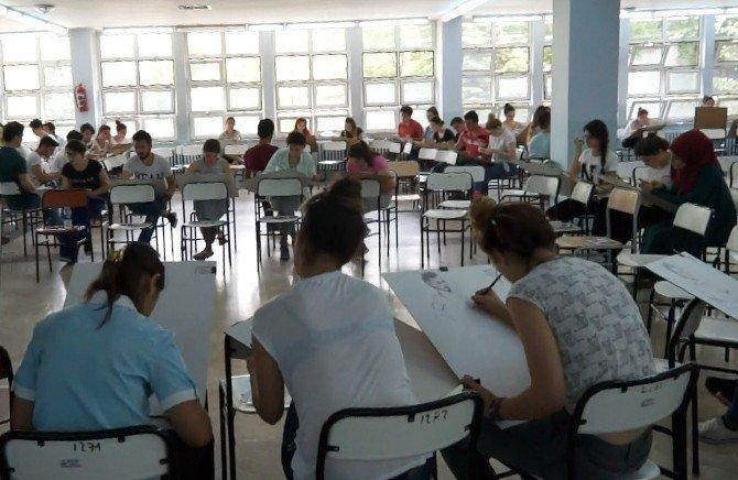 Resim-İş Eğitimi bölümü özel yetenek sınavı yapıldı