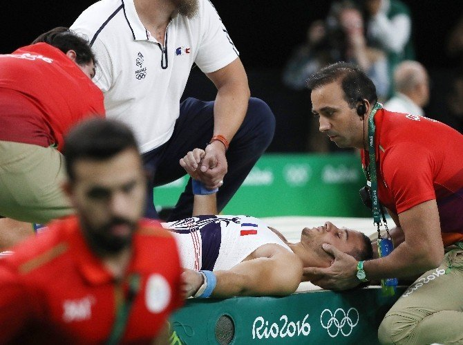 Rio 2016'da Fransız jimnastikçinin bacağı kırıldı