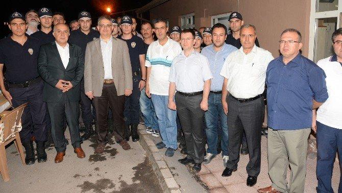 Vali Pekmez'den polise moral ve teşekkür yemeği