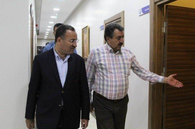 Bakan Bozdağ'dan Başkan Kale'ye ziyaret