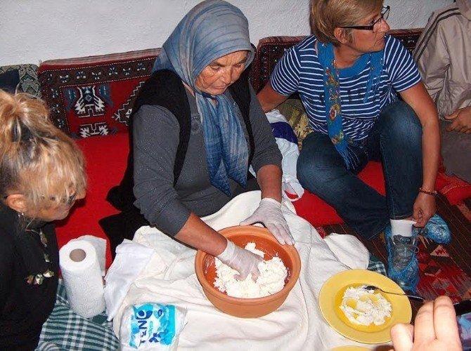 """Çeşme'nin geleneksel peyniri """"Kopanisti"""" Kars'ta tanıtıldı"""