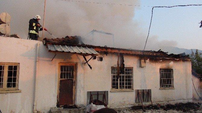 Fethiye'de ev alevlere teslim oldu
