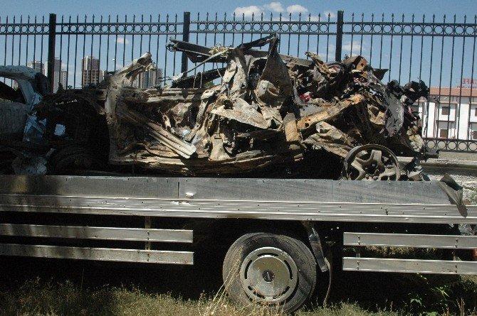 İşte tankların önüne çıkan polis araçları