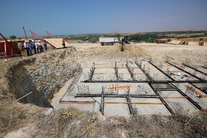 Başkan Özaltun, TOKİ inşaatında incelemelerde bulundu
