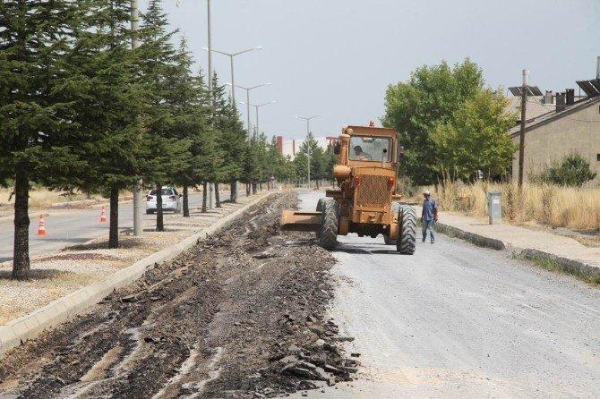 Seydişehir Belelediyesi, bozuk yolları onarıyor