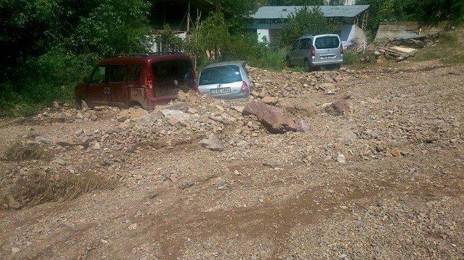 Tortum'da sağanak yağış sele dönüştü