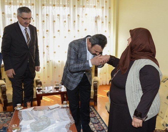 Vali Kılıç ve Başkan Külcü'den Şehit Karslı'nın ailesine taziye ziyaret