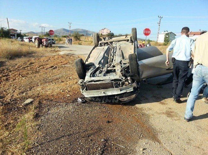 Hüyük'te iki otomobil çarpıştı: 3 yaralı