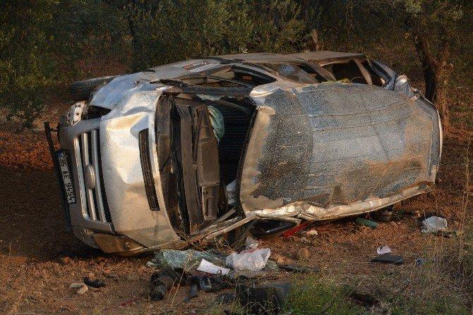İzmir'de lastiği patlayan kamyonet takla attı: 1 ölü