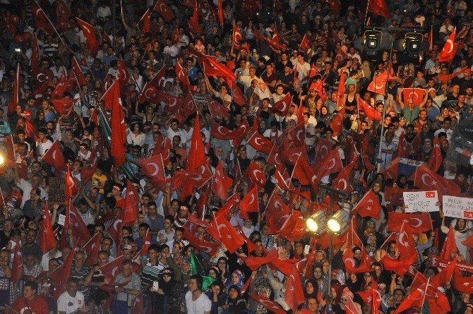 İzmir'de son demokrasi nöbeti de coşku içinde geçti