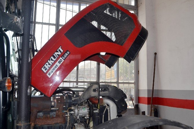 Traktör tamirciliğinde baba-oğul dayanışması
