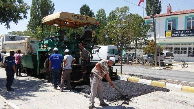 Ereğli'de sıcak asfalt çalışmaları sürüyor