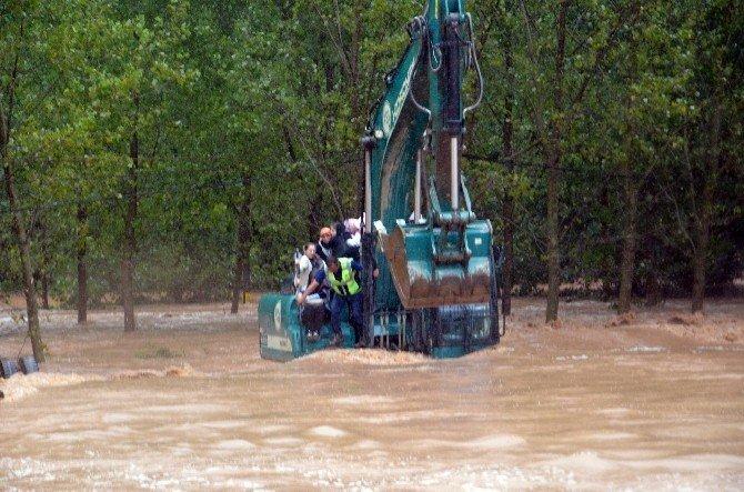 Mahsur kalan 47 yolcu kurtarıldı