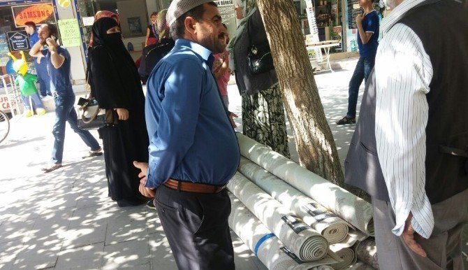 Siirt'te bedava halı izdihamı