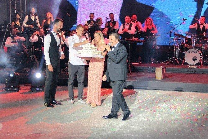 Selami Şahin sahnede gözyaşlarını tutamadı