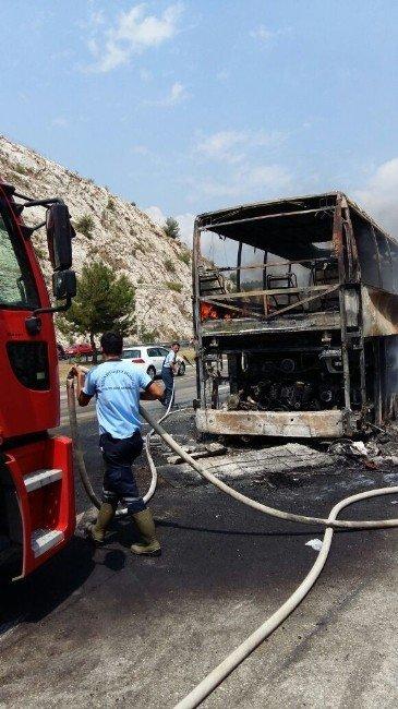 Yolcu otobüsü seyir halindeyken yandı