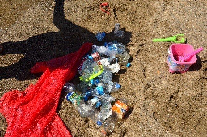 Dalgıçlar plajı temizledi
