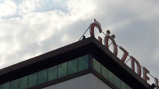 Hastane çatısından atlamak istedi