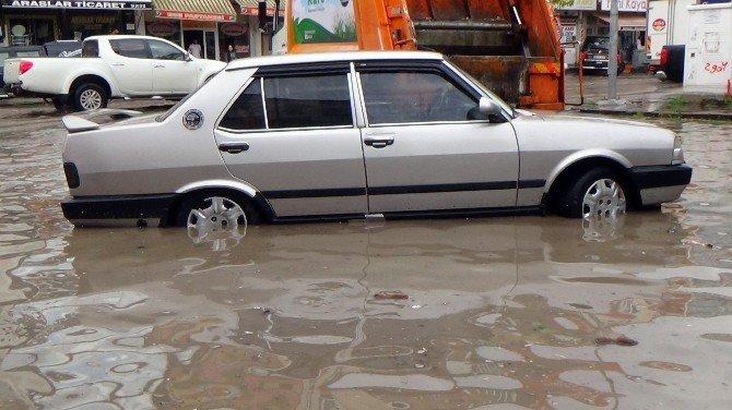 Kars'ta etkili olan yağmur hayatı durma noktasına getirdi