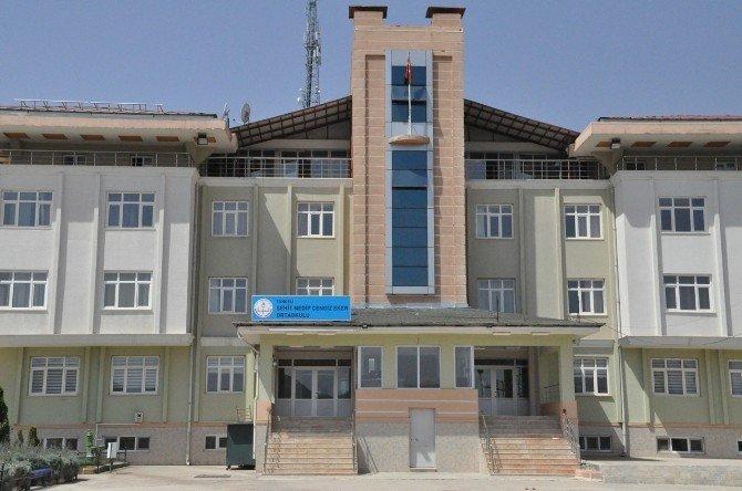 FETÖ'nün kapatılan okuluna Tuncelili şehidin ismi verildi