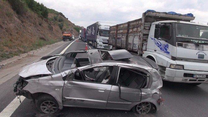 TEM otoyolunda iki otomobil çarpıştı: 3 yaralı