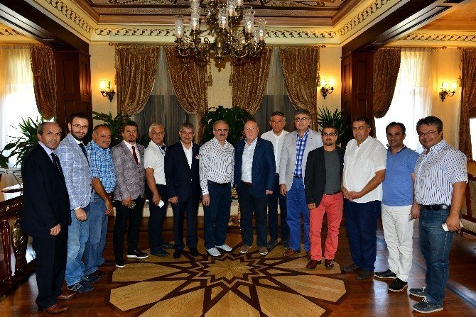 Vali Karaloğlu, Akdeniz Gazeteciler Federasyonu yönetim kurulu üyelerini ağırladı