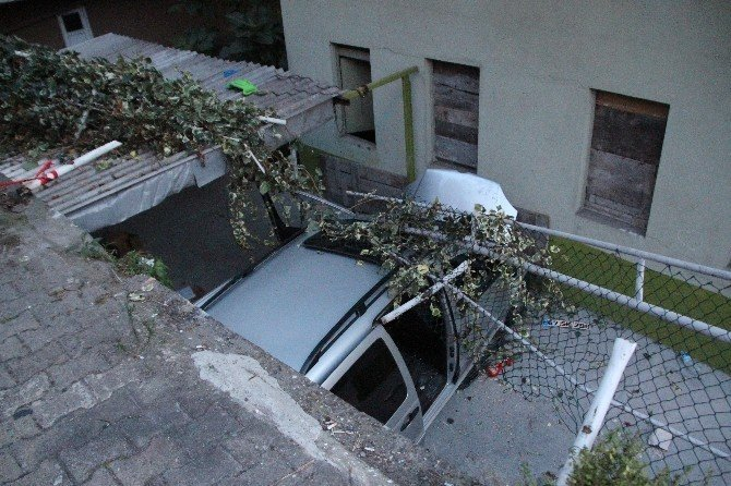 3 metreden apartman bahçesine uçtu: 2 yaralı